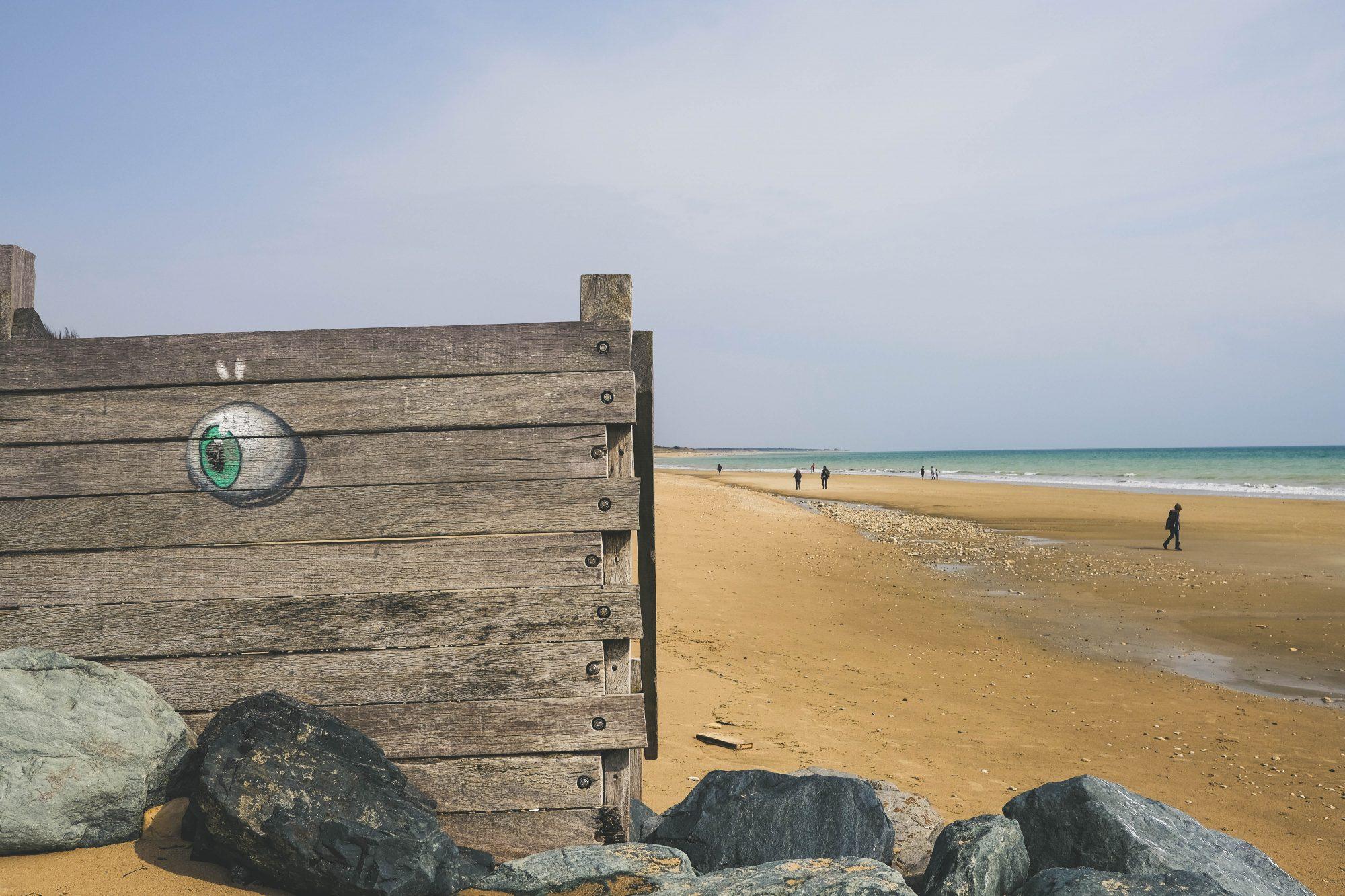 Graffiti sur la plage à la Couarde