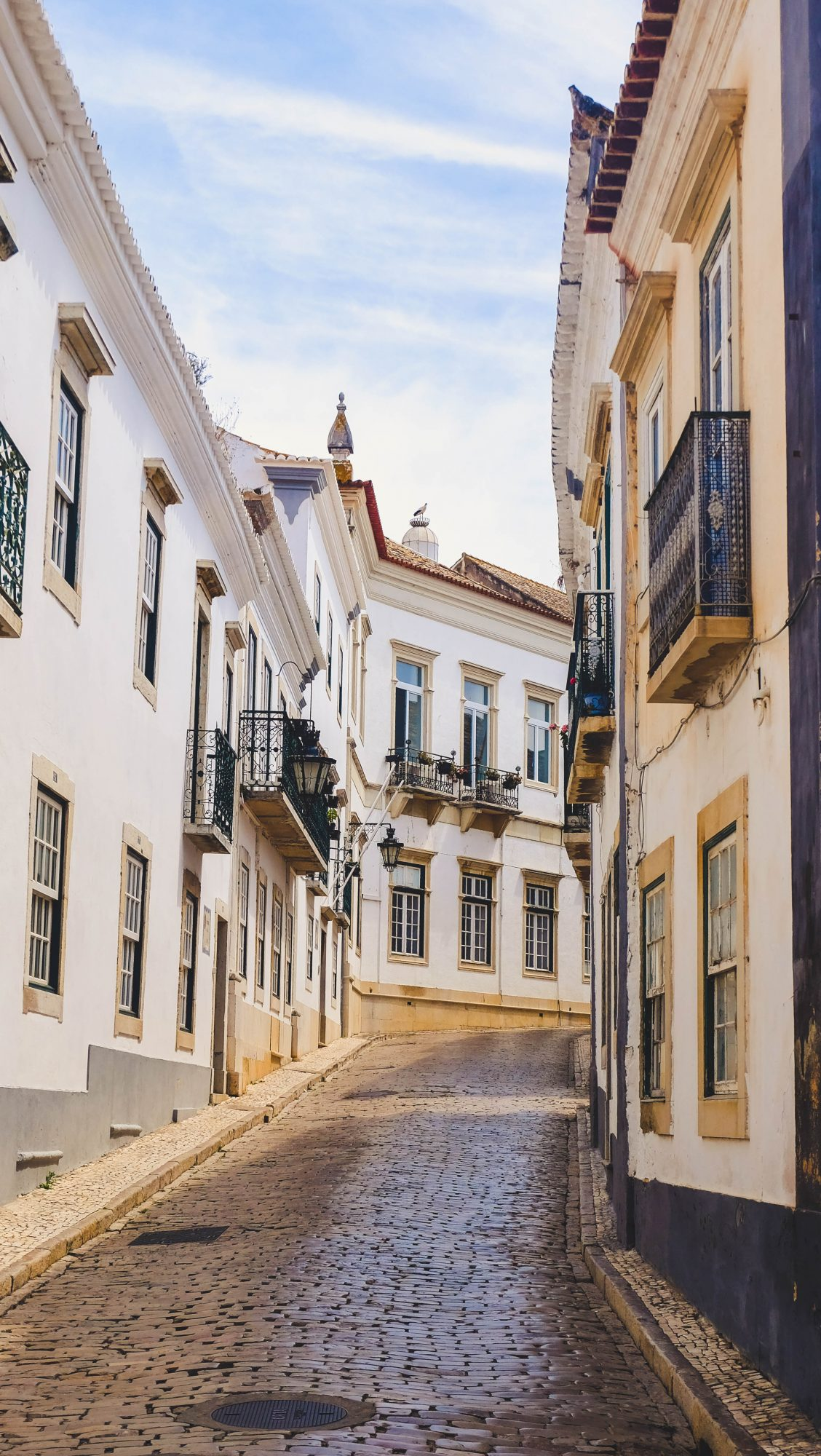 Rue parallele - Faro, Portugal