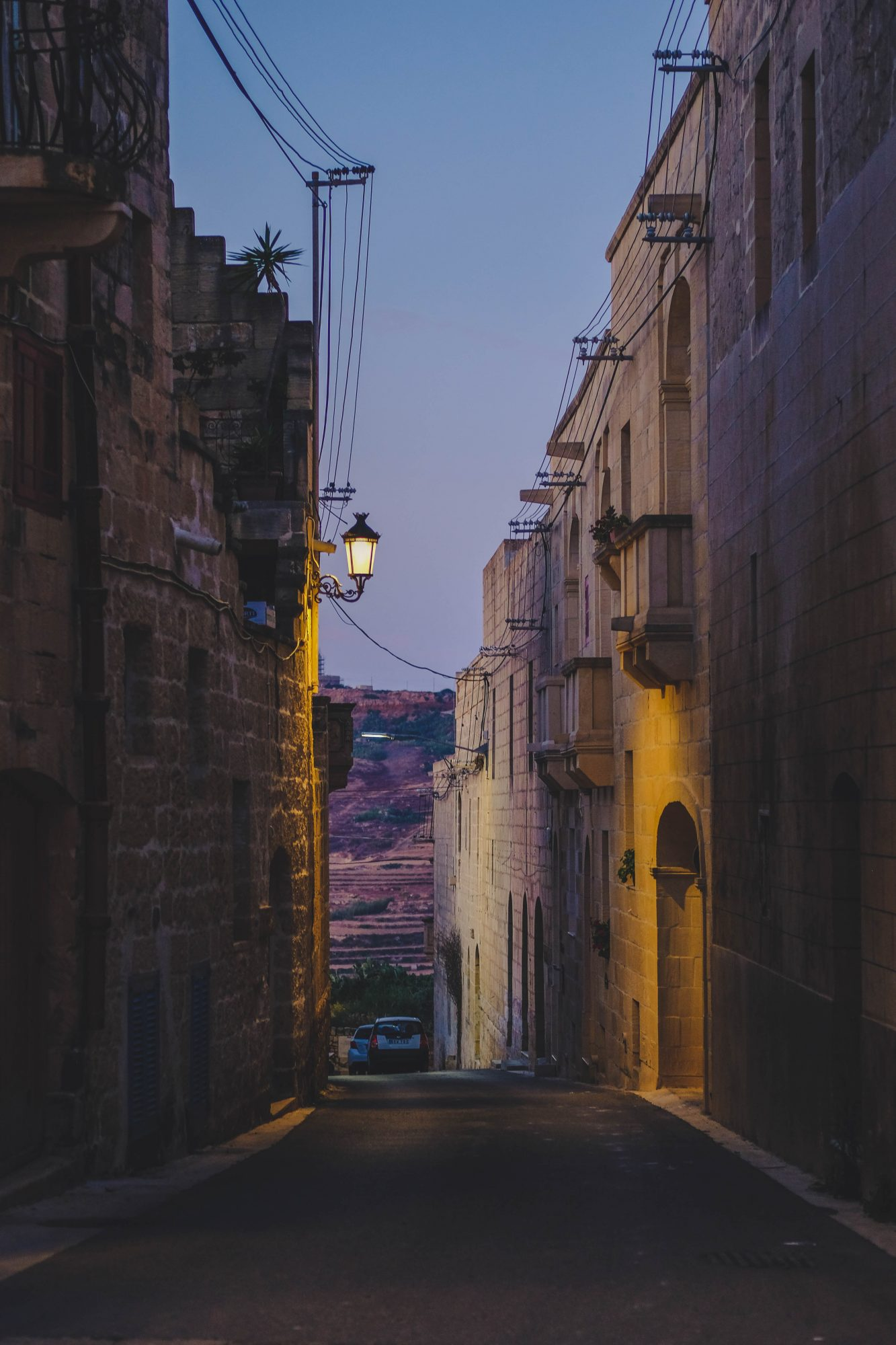 Coucher de soleil sur les rues