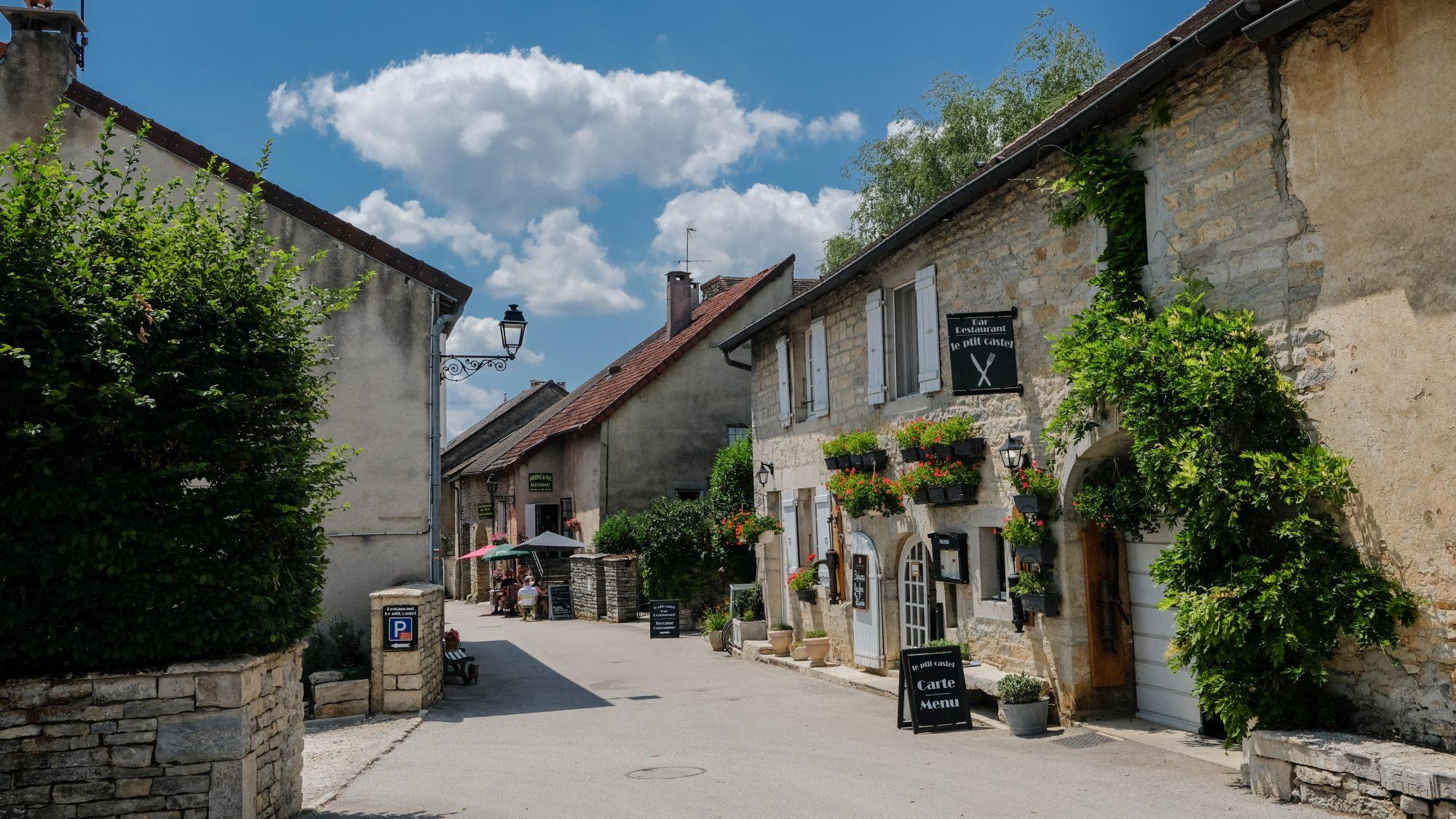 Rue de Chateau Chalon - Chateau-Chalon, Jura