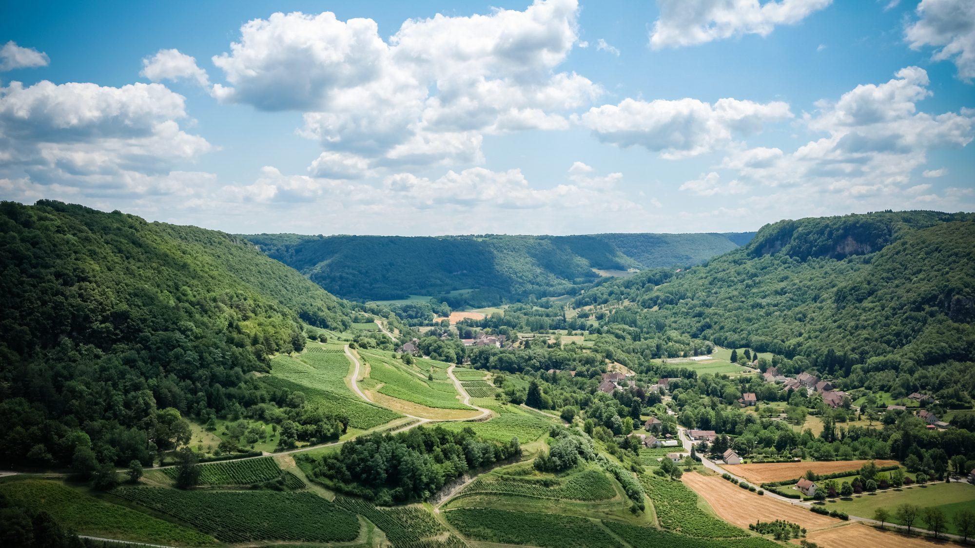 Vue sur les coteaux jurassiens - Château-Chalon, Jura