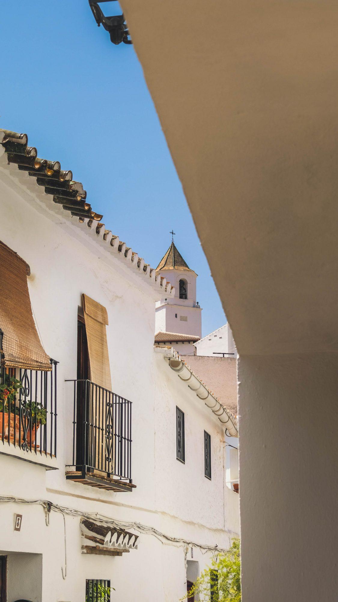 Vue sur le clocher de Sedella - Sedella, Espagne