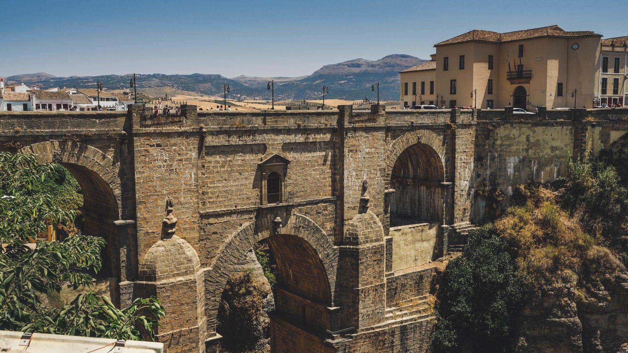 Vue du nouveau pont à pieds - Ronda, Espagne