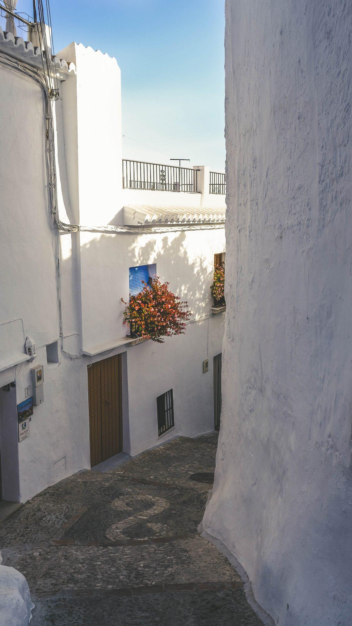 Ruelle au volet bleu - Frigiliana, Espagne