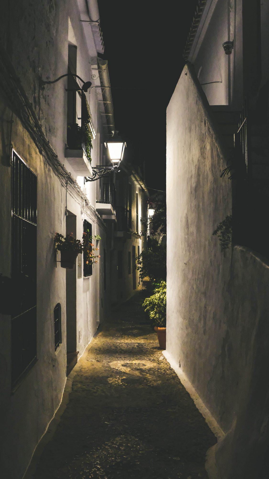 Ruelle sombre - Frigiliana, Espagne