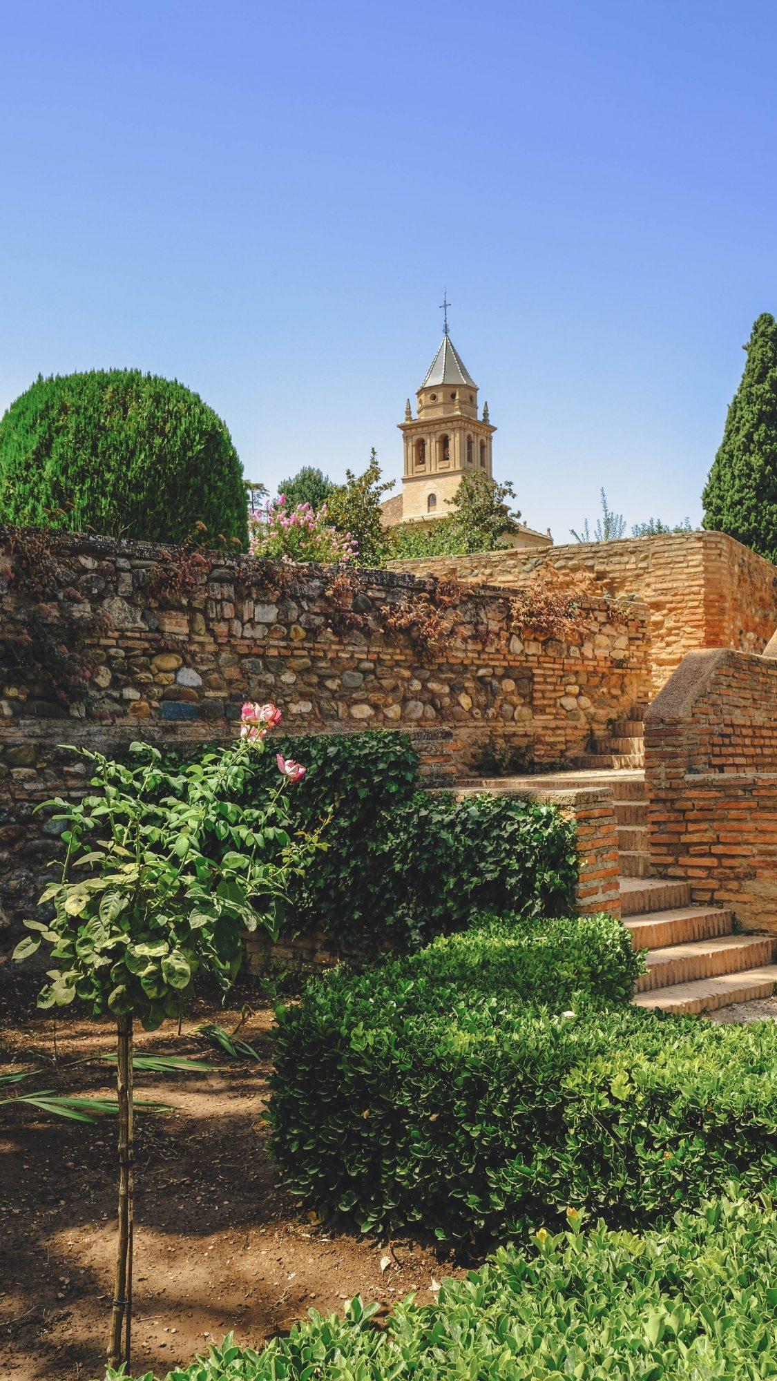 Vue sur les jardins de l'Alhambra à Grenade