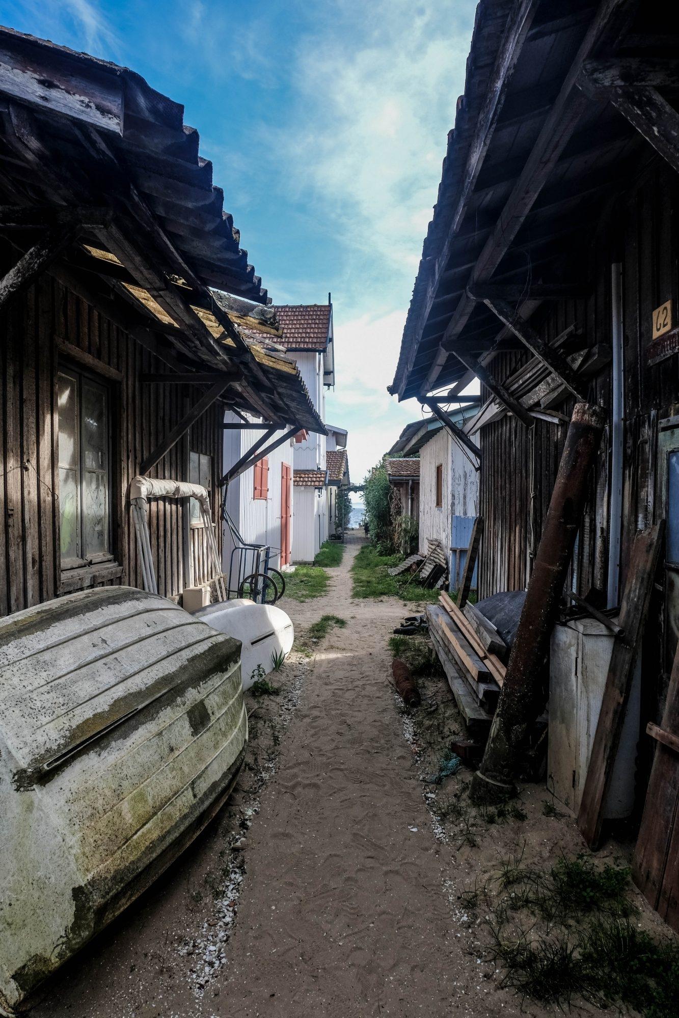 Les jolies maisons en bois du village de l'Herbe