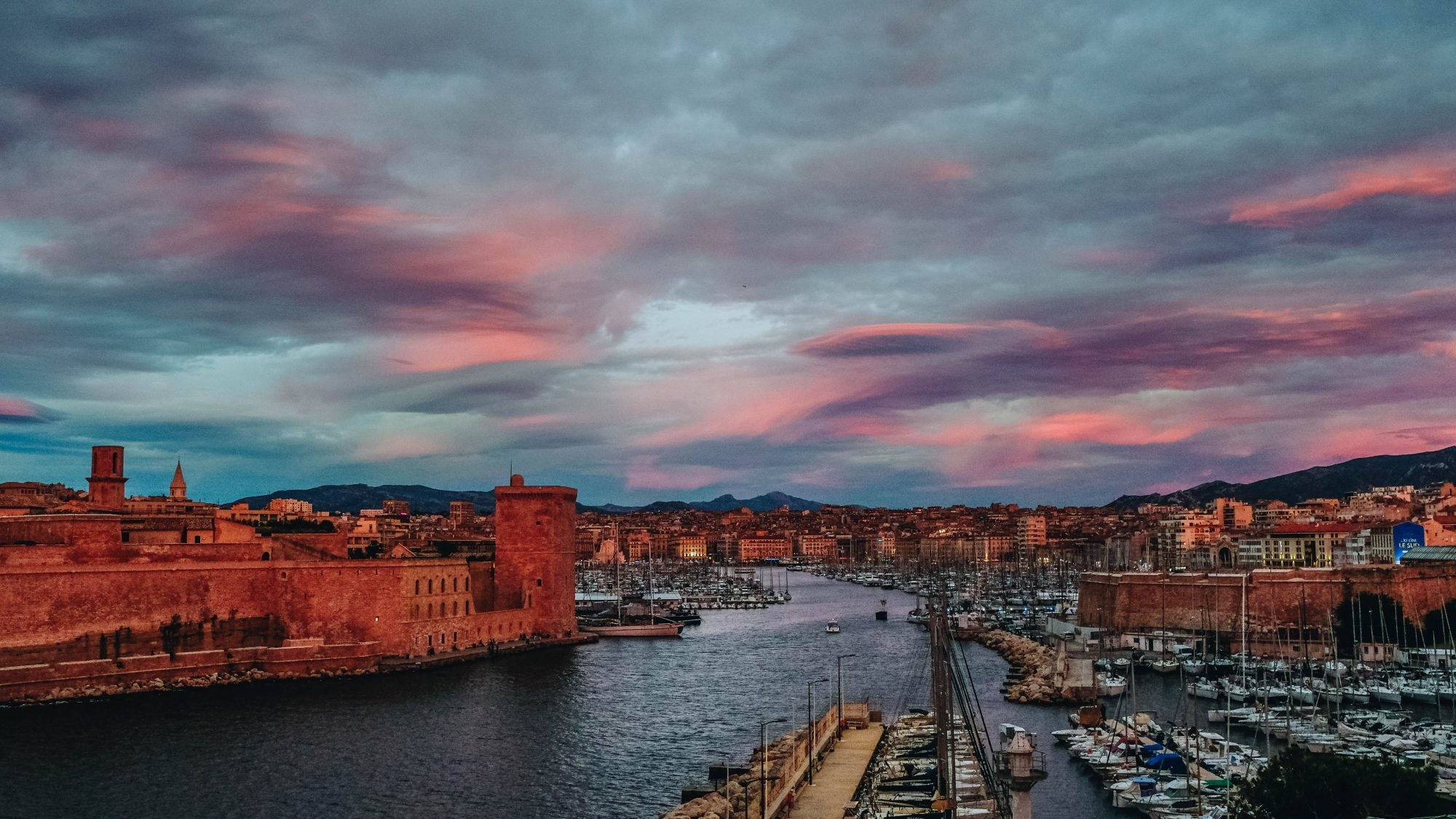 Sky is on fire Marseille Vieux Port